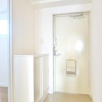 玄関が少し広めで、来客時に詰まった印象を与えませんね。