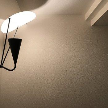 おトイレにこんなおしゃれな照明が、、