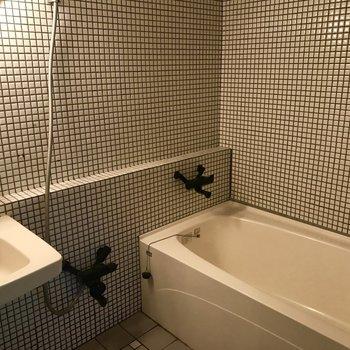 タイル張りのおしゃれなお風呂場です◎