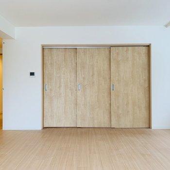 扉が素敵なんです、、※写真は同間取り別部屋のお部屋です。