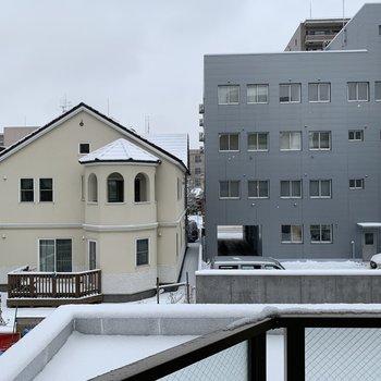 周辺はひらけてます。※写真は同間取り別部屋です。※写真は3階からの眺望です。