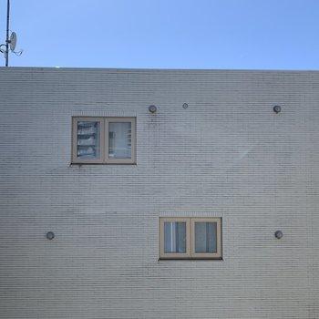 洋室窓からの眺望はご近所さん
