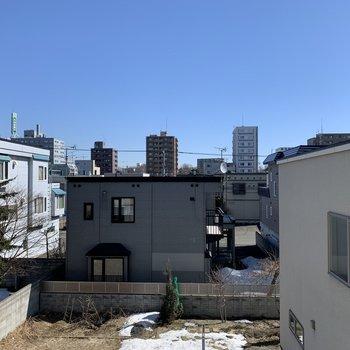 LDの窓からは綺麗な空を眺められる