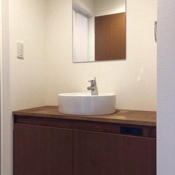 木製の洗面台が素敵!