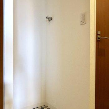 洗濯機置場も脱衣所にあります!