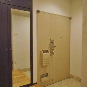 玄関はこちら。