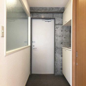 玄関も少しゆとり。※写真は5階の反転間取り別部屋のものです