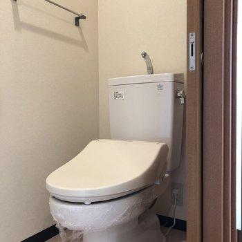 トイレも独立しています。※写真は5階の反転間取り別部屋のものです