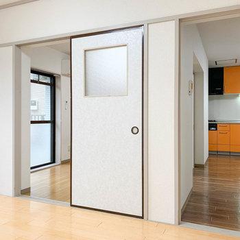 【洋室6帖②】隣の洋室と、キッチンへ繋がっています