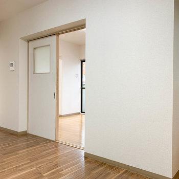 【DK】さらに右を向くと。2津の洋室へ繋がります。