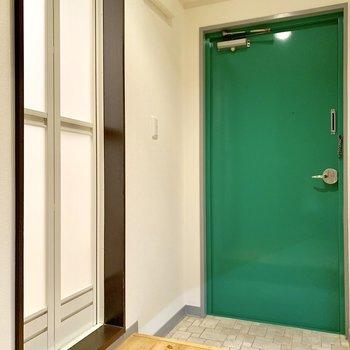 脱衣所はないのです。玄関横の折戸を開けると、