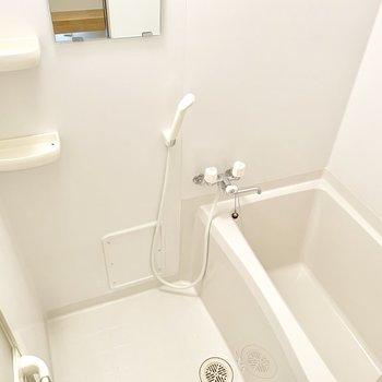 シンプルお風呂が現れました。※クリーニング前の写真です