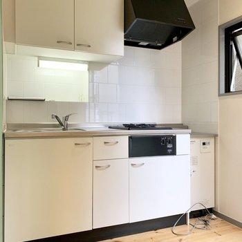 シンプル・モノトーンのキッチン。