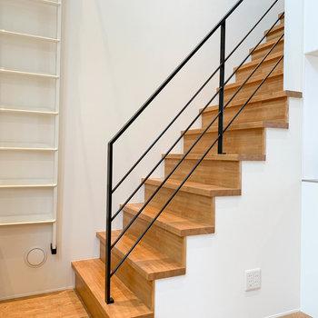 それでは階段を登って上の階へ。