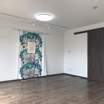 広い居間で快適生活!※写真は3階同間取り・別部屋のものです。