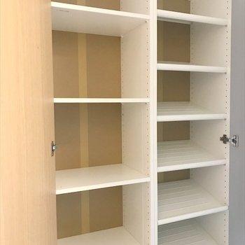 大容量のシューズボックス。※写真は3階同間取り・別部屋のものです。