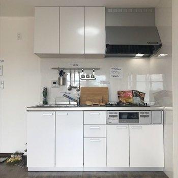 隣に冷蔵庫が置けそう◎※写真は3階同間取り・別部屋のものです。