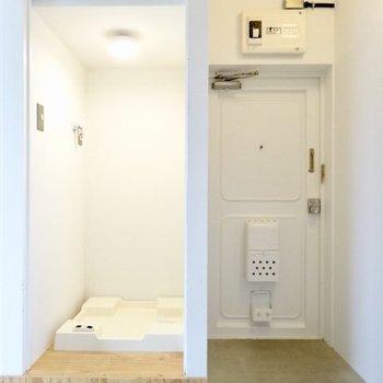 そして玄関と洗濯機はぎゅっと1箇所に。(※写真は5階の反転間取り別部屋のものです)