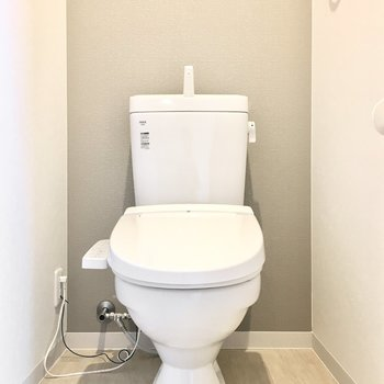 トイレはうれしいウォシュレット付き。