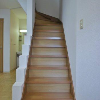階段を登って2階へ!