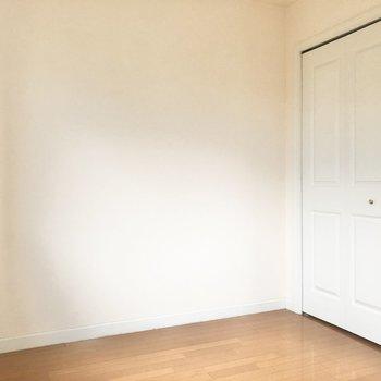 【洋室5.6帖】左側にベッドを置こうかな。