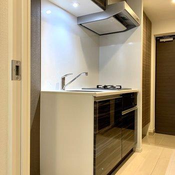 キッチン隣に冷蔵庫が置けますね