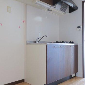 大人めキッチンも素敵(※写真は11階の反転間取り別部屋、清掃前のものです)