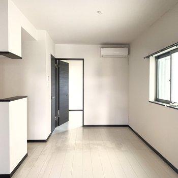 シンプルなデザインで家具も合わせやすい〜(※写真は清掃前のものです)