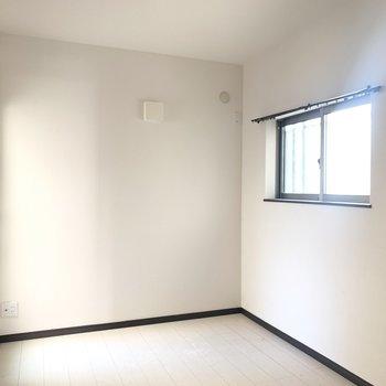 4.6帖の洋室は寝室かな(※写真は清掃前のものです)