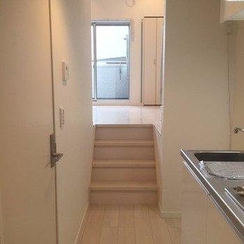 お部屋は階段がたくさん(※写真は1階の同間取り別部屋のものです)
