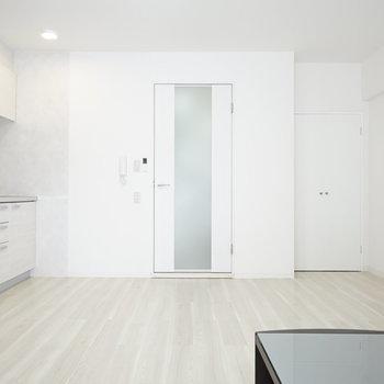 洋室側から見ると、お部屋の広さが目に見えて分かります。