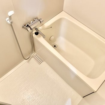 お風呂は追い焚きつき。湯船もしっかり浸かれそう。