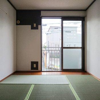 【東側和室】休みの日は窓際で本でも読もうかな。