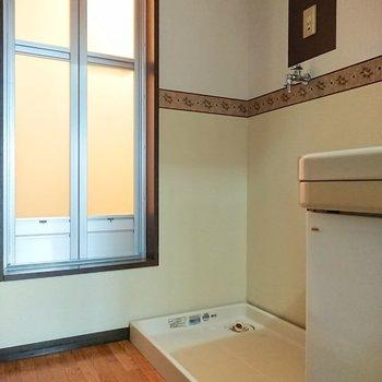 脱衣所に洗濯機置き場があるのはうれしいですね。