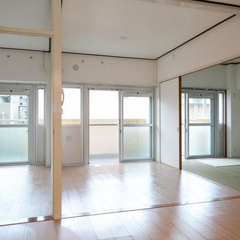 こちらが実際のお部屋です!3部屋ともバルコニーに面していて日当たり、風通し良好ですよ