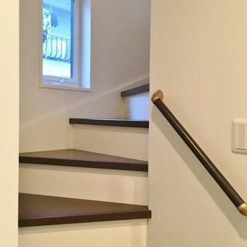 こちらの階段で2Fへ。。。