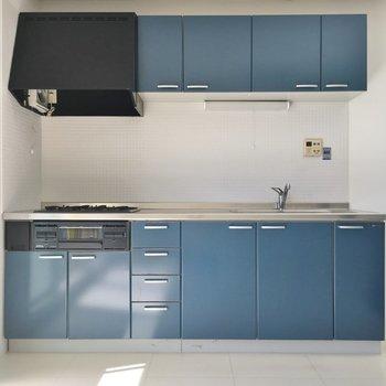 キッチンもブルーで揃えて☆