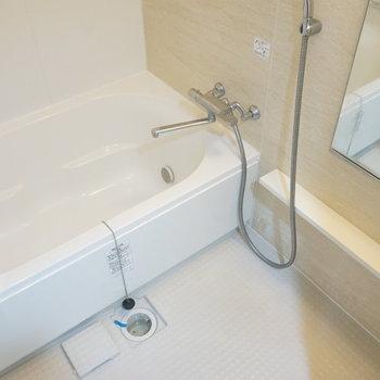 追い焚き、浴室乾燥機付きのお風呂(※写真は1階の同間取り別部屋のものです)
