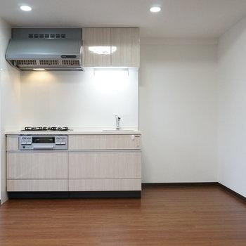 キッチン横には大型の冷蔵庫も設置できそうですね(※写真は1階の同間取り別部屋のものです)