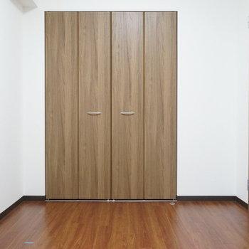 こちらの扉もキレイですね(※写真は1階の同間取り別部屋のものです)