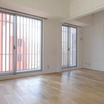 リビングと洋室は引き戸で仕切ることもできます。(※写真は8階の同間取り別部屋のものです)