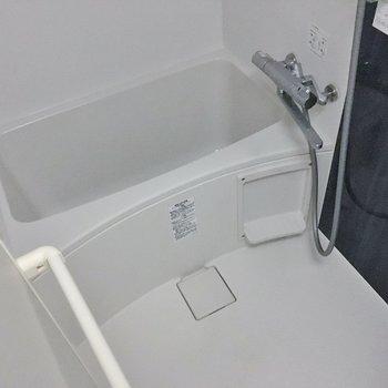 浴室乾燥機付きのバスルーム♩