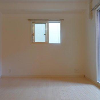 家具の配置がしやすい形です。※写真は同タイプの別室。