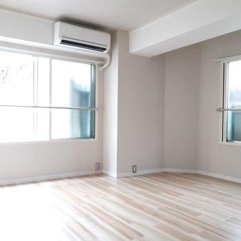 反対側から見たお部屋はこんなかんじ。2面採光です!
