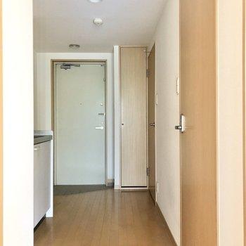 廊下へ出て、キッチンへ