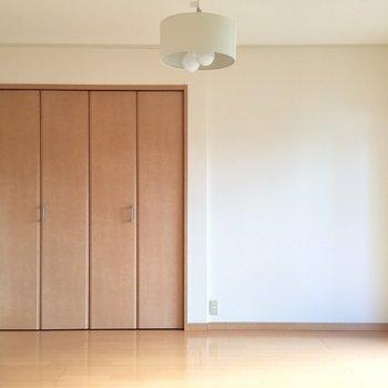 オシャレなライトつけて♡(※写真は5階の同間取り別部屋、モデルルームのものです)