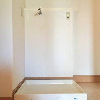 洗濯置き場。横にキャスター置けますね!(※写真は5階の同間取り別部屋、モデルルームのものです)