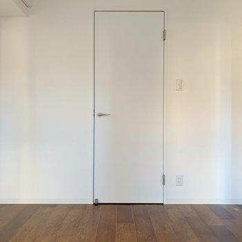 これはお部屋につながるドアではなくて…