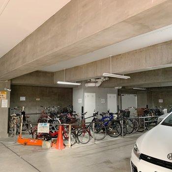 駐輪スペースも広々ですね。