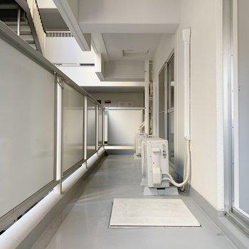 2つのお部屋をつなぐような形のバルコニー。とにかく広い。